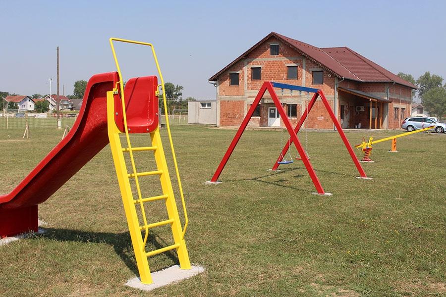 <p>Dana 13. srpnja završeni su radovi na uređivanju i opremanju dva dječja igrališta na području Livane i Ovčare. Odlična je ovo vijest za naše najmlađe koji su jedva dočekali odobrenje roditelja da isprobaju svoje novo mjesto za igru.</p>