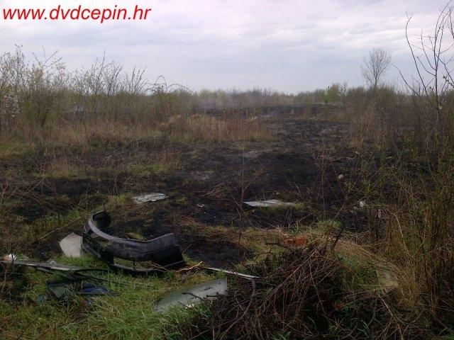 """<p>U nedjelju, 23. ožujka 2014.g. izbio je požar otvorenog prostora na površinama bivšeg """"Naselja prijateljstva"""". Dojava o požaru javljena je u 14,25 , a vatrogasci DVD-a Čepin izašli su na intervenciju s dva vozila i šest vatrogasaca u 14,32 i bili na intervenciji do 15,30. Opožarena je površina 50 x 100 m, a gorjelo je smeće i nisko raslinje.</p>"""