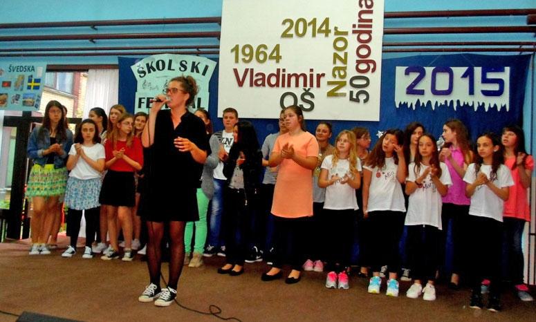 <p>U školi Vladimir Nazor je u petak održan 1. Školski festival. Natjecanje u pjevanju i plesanju osnovnih škola Grada Osijeka. Natjecanje je zamišljeno tako da svaka zainteresirana škola u suradnji sa nastavnicima glazbene kulture pošalje jednog učenika koji će predstavljati svoju školu.</p>