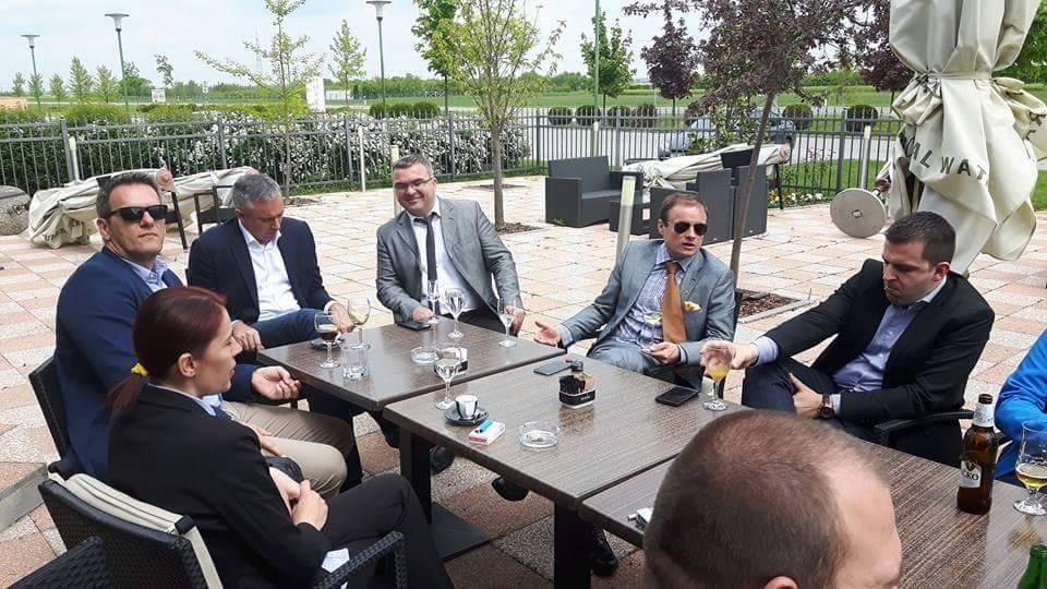 <p>Darinko Kosor predsjednik HSLS-a i Dario Hrebak saborski zastupnik HSLS-a, bili su u posjetu HSLS-ovom ogranku Čepin, u sklopu obilaska HSLS-ovih organizacija na području Osječko-baranjske županije i obnoviteljske izborne skupštine Gradskog ogranka HSLS-a u Osijeku.</p>