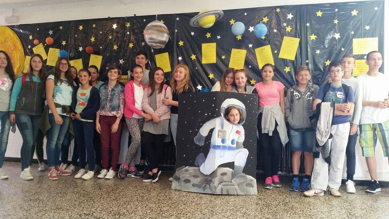 <p>U povodu Dana škole, dana 24. svibnja 2017. u OŠ Miroslava Krleže u Čepinu, u trajanju od devet do jedanaest sati, održane su radionice za učenike škole. Poveznica radionica tematski je određena – Priča o Svemiru.</p>