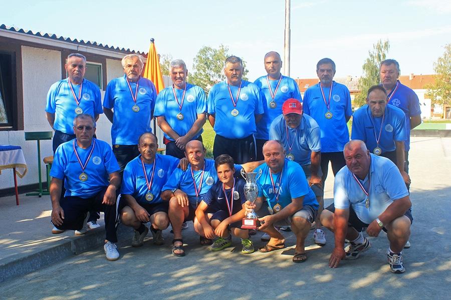 <p>Općina Čepin donedavno se nije mogla pohvaliti ni jednim sportskim kolektivom koji nastupa u Prvoj ili Drugoj hrvatskoj ligi. No za promjenu se pobrinuo Boćarski klub Čepin.</p>