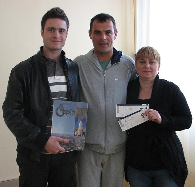 <p>Za kraj izborne kampanje, kandidat za načelnika Dražen Tonkovac nagradio je najaktivnije članove svoje facebook stranice <a href='http://www.facebook.com/drazentonkovac.zanacelnika' target='_blank'>www.facebook.com/drazentonkovac.zanacelnika</a></p>