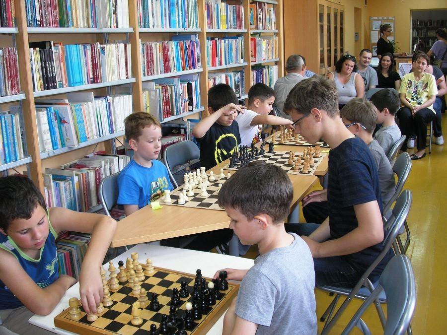 <p>U utorak, 22. svibnja, održan je šahovski turnir u Knjižnici Centra za kulturu Čepin. Podsjetimo, kroz protekla dva mjeseca u suradnji sa Šahovskim klubom Čepin proveli smo radionicu za djecu pod nazivom Mala škola šaha.</p>