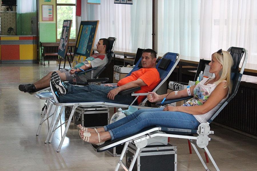<p>Danas utorak 30. lipnja od 15,00 – 18,00 sati udruga oženjenih muškaraca & tvornica pvc stolarije 'Staklo dom' su organizirali dobrovoljno darivanje krvi u holu OŠ 'Vladimir Nazor' Čepin Kalnička ulica 17.</p>