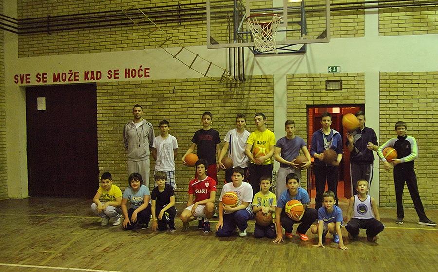 <p>Nakon uspješno odrađenog košarkaškog kampa, koji se održao u Čepinu tijekom Božića i Nove godine uz potporu Općine Čepin, mladi košarkaši nastavljaju sa radom.</p>
