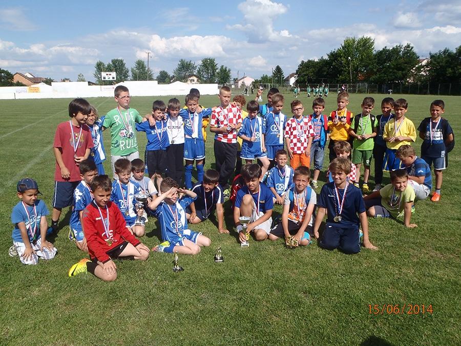 <p>Dana 15.6. 2014. godine na SRC u Čepinu održan je 5. tradicionalni nogometni turnir početnika U-11 i prvi turnir limača U-9.</p>