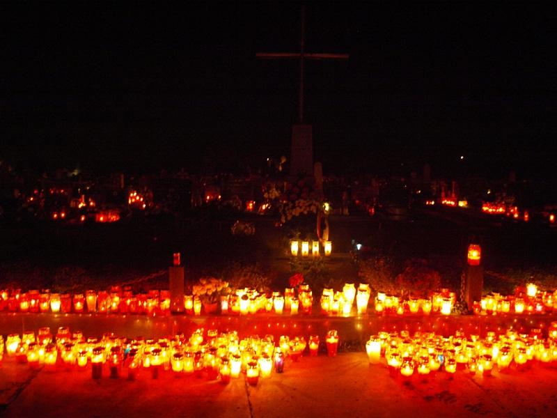 <p>Općina Čepin obilježiti će Dan svih svetih na slijedeći način: na Katoličkom groblju u Čepinu 01. studenog 2017.g. u 16,00 sati u sklopu vjerskog obreda položit će se vijenac i zapaliti svijeće na Spomen obilježju palim hrvatskim braniteljima.</p>
