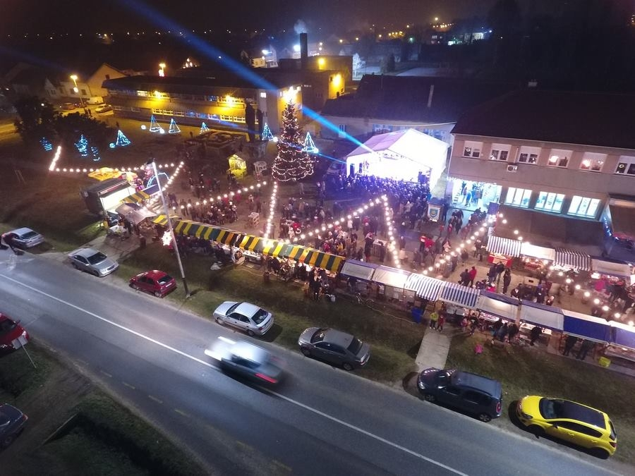 <p>Dragi mještani, s veseljem najavljujemo kako će se i ove godine u Čepinu održati Božićni sajam, peti po redu.</p>