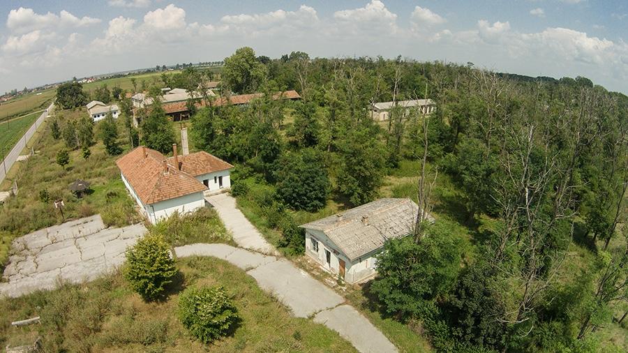 """<p>Općina Čepin podsjeća svoje sumještane, kao i zainteresirane poduzetnike da je Državni ured za upravljanje državnom imovinom pokrenuo """"Projekt 100"""" – iskažite interes za državnom imovinom!; u sklopu projekta pod rednim brojem 42. je i Bivša vojarna u Lugu koja se vodi kao izgrađeno građevinsko zemljište, a prostire se na 393.120 m2.</p>"""