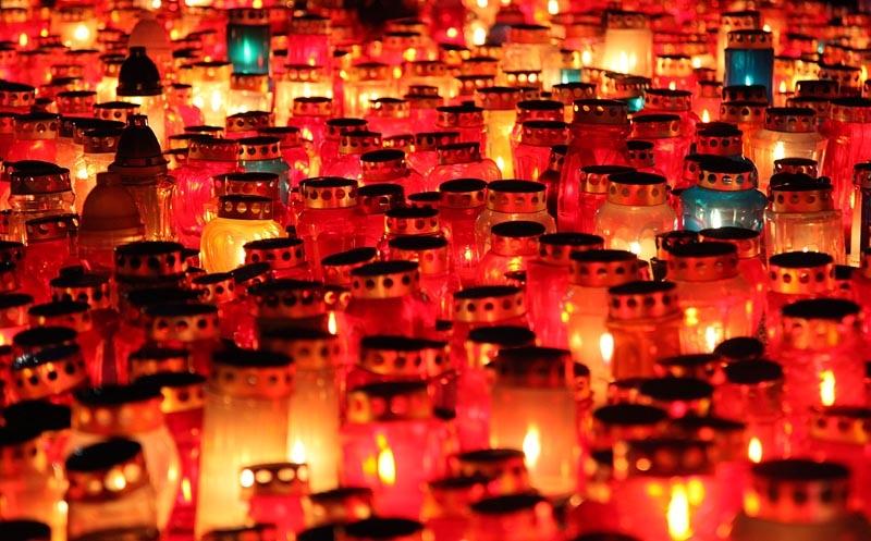 <p>Općina Čepin će obilježiti dan Svih svetih na slijedeći način: na Katoličkom groblju u Čepinu 01. studenog 2014.g. u 16,00 sati u sklopu vjerskog obreda položit će se vijenac i zapaliti svijeće na Spomen obilježju palim braniteljima.</p>