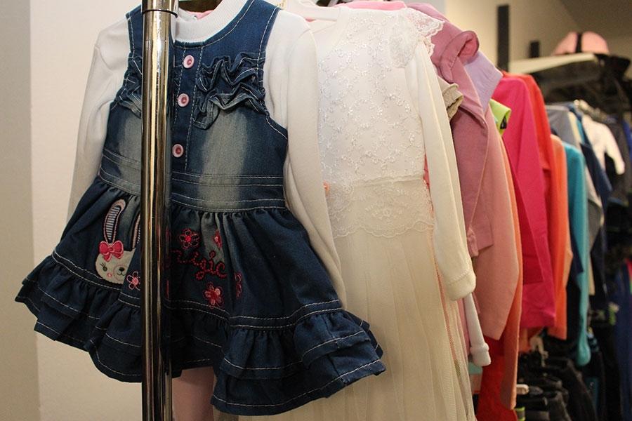 <p>Stigla nam je zima i blagdansko vrijeme darivanja je pred nama stoga dođite u butik Aria u Čepinu i izaberite nešto iz njihovog zimskog asortimana po povoljnim cijenama. Nude vam veliki izbor djećje odjeće, muških i ženskih jakni, majica, trenerki…</p>