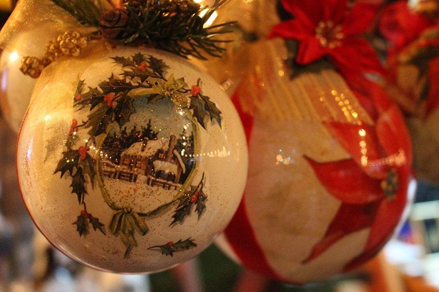 <p>Drugi dan 3. Božićnog sajma nam je donio puno zabave uz Pozitivne i sretne, udrugu iz Čepina, vokalni sastav Akvarel koji su moramo napisati bili odlični i opravdali naziv ponajboljeg vokalnog sastava u regiji. Udruge su i danas pripremale odlično kuhano vino, rakiju čaj, slavonske delicije, hot dogove, sendviče…</p>