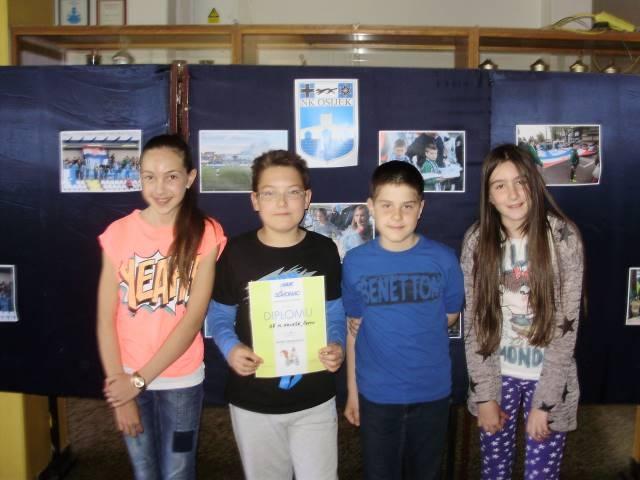 <p>Na natjecanju Sigurno u prometu 2015 Osječko-baranjske županije sudjelovali su učenici petih razreda i ekipno osvojili prvo mjesto. Najbolji učenik iz ekipe, Mate Borbaš sudjelovat će na Državnom natjecanju.</p>