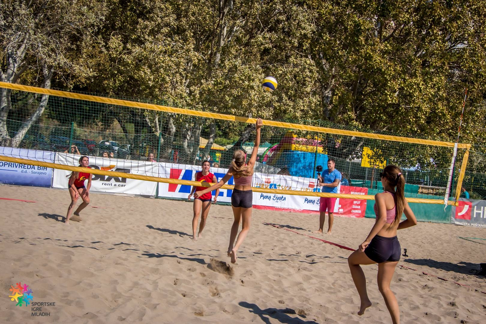 <p>Na Velikom međunarodnom finalu Sportskih igara mladih u Splitu igračice OK Čepina, Lara Matusina i Petra Dugandžić, predstavljale su Hrvatsku i osvojile drugo mjesto i srebrnu medalju. Bolje od njih bile su jedino igračice Nove Varoši iz Srbije.</p>
