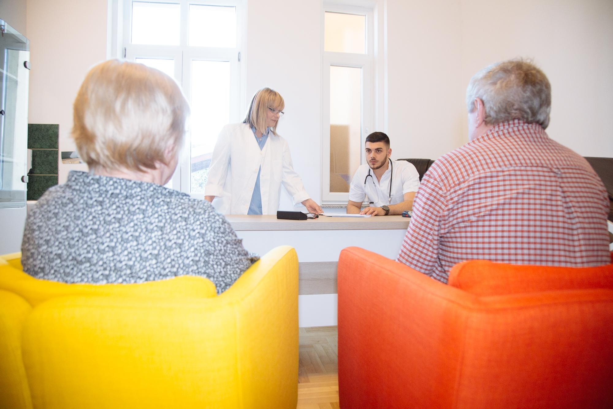 <p><em>Poliklinika za psihijatriju, fizikalnu medicinu, fizikalnu terapiju i rehabilitaciju 'Novoselec' – kao jedina takva na području Slavonije. Za veću kvalitetu života cijele obitelji uz mogućnost prevencije, kvalitetnog rada na sebi, unapređenju fizičkog i psihičkog zdravlja, suradnju i edukaciju, sada i ovdje.</em></p>