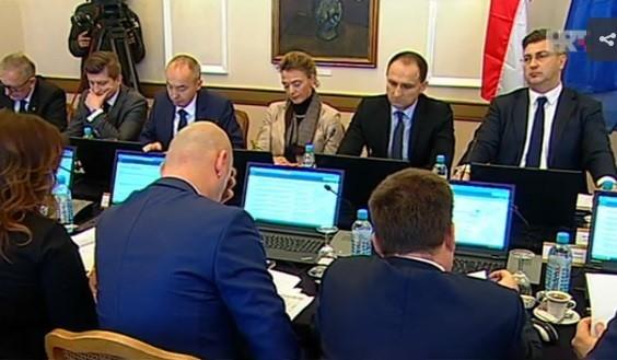 <p>Na današnjoj sjednici Vlade Republike Hrvatske, održanoj u Osijeku, Vlada Republike Hrvatske usvojila je prijedlog koji se odnosi na darovanje nekretnina Općini Čepin.</p>