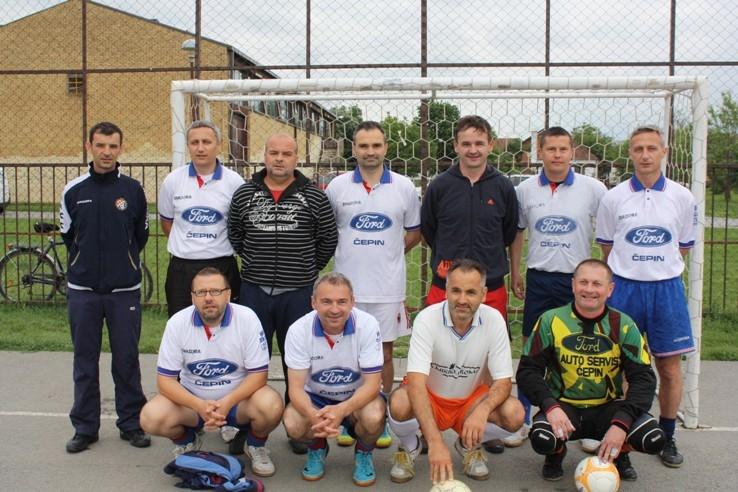 <p>Jučerašnje vjetrovito poslijepodne obilježio je malonogometni turnir u čast 15 godina postojanja malonogometnog kluba MNK Čepin'98.</p>