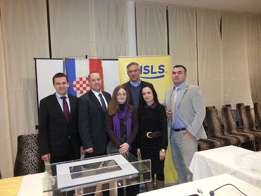 <p>Dana 7. prosinca 2013. godine održana je izborna skupština Županijske organizacije HSLS-a. Skupština se održala u osječkom ZOO hotelu, a svojom nazočnošću uveličali su ju Goran Bandov, član Predsjedništva HSLS-a, Dario Hrebak, potpredsjednik HSLS-a te Darinko Kosor, Predsjednik HSLS-a.</p>