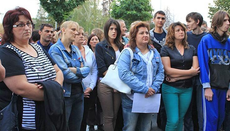 <p>Ljiljana Keškić je majka četvero djece, ima 38 godina i radi kao spremačica, ali je i nijemi je svjedok srednjoškolske pobune mladih zbog skupih mjesečnih karata, koje su unatrag nekoliko dana uzbunile Općinu Čepin, Županiju i Ministarstva.</p>
