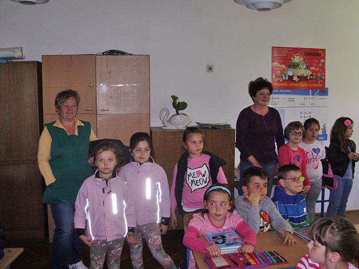 <p>U posjet učenicima 1.a razreda došla je predškolska grupa djece iz Dječjeg vrtića Zvončić. Tradicionalno grupa djece koja na jesen kreće u prvi razred sa svojim tetama dolazi u posjet prvim razredima i provede s njima jedan školski sat.</p>