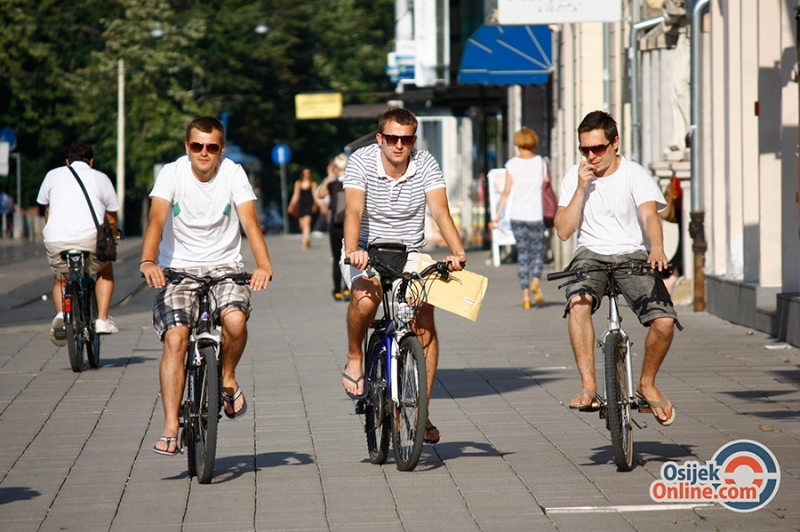 <p>Općina Antunovac i građevinska tvrtka Gradnja potpisali su u srijedu ugovor o izgradnji biciklističke staze koja će povezati tu općinu i grad Osijek.</p>