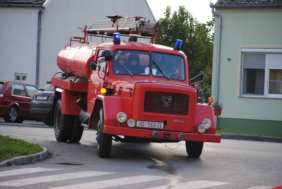 <p>DVD Čepin povodom obilježavanja svibnja – mjeseca zaštite od požara, zajedno sa OŠ Miroslava Krleže, organizirati će 21. svibnja 2015. godine vježbu evakuacije i spašavanja. Planirani početak vježbe je u 10:25 sati i okvirno trajanje je do 10:45 sati.</p>