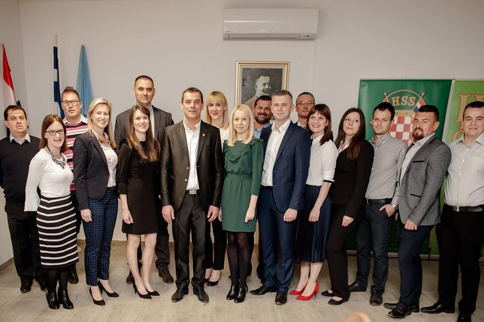 <p style='text-align: justify;'>Lovački dom u Čepinu danas je bio mjestom predstavljanja kandidata Hrvatske seljačke stranke, Općinske organizacije Čepin za načelnika, njegove zamjenike i listu za Općinsko vijeće Općine Čepin.</p>