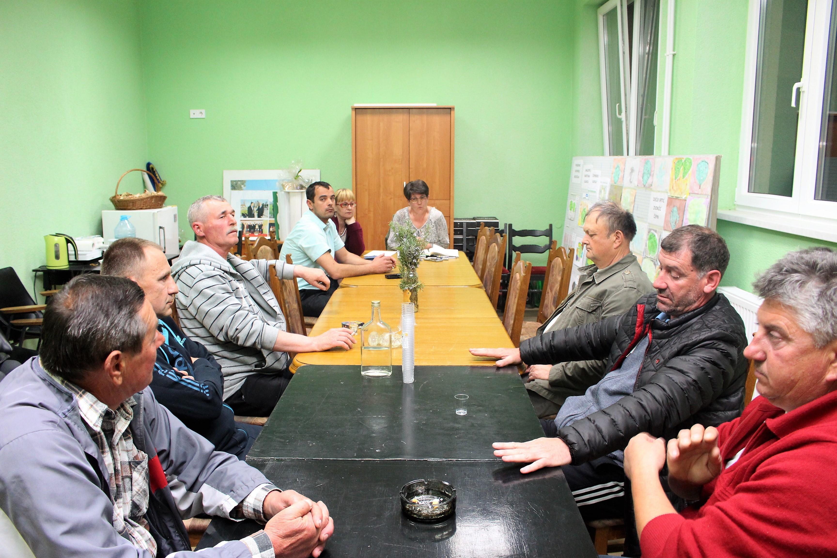 <p>Jučer je u stranačkim prostorijama HSS-a u Čepinu održan sastanak asocijacije branitelja 'Hrvatski sokol' OO HSS-a Čepin koji je sazvala v. d. predsjednica OO HSS-a Čepin Gordana Kalajžić.</p>