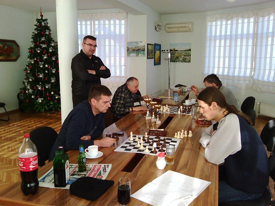 <p>U organizaciji Šahovskog kluba Čepin, 21.12.2014. završen je 1. Šahovski turnir u Čepinu. Pobjednik turnira je Igor Šoš, drugoplasirani je Ivica Batković a trećeplasirani Zlatibor Šeper.</p>
